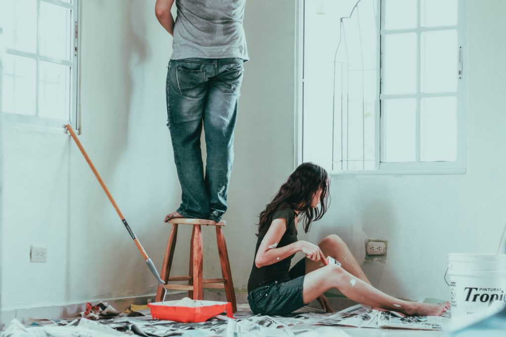 photo Couple painting DIY project